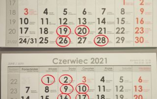 Zdjęcie kalendarza z zaznaczonymi datami